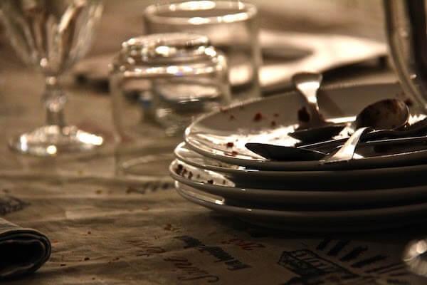 Table à la fin d'un repas