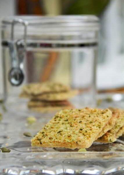 biscuits carrés à la cardamome et pistache