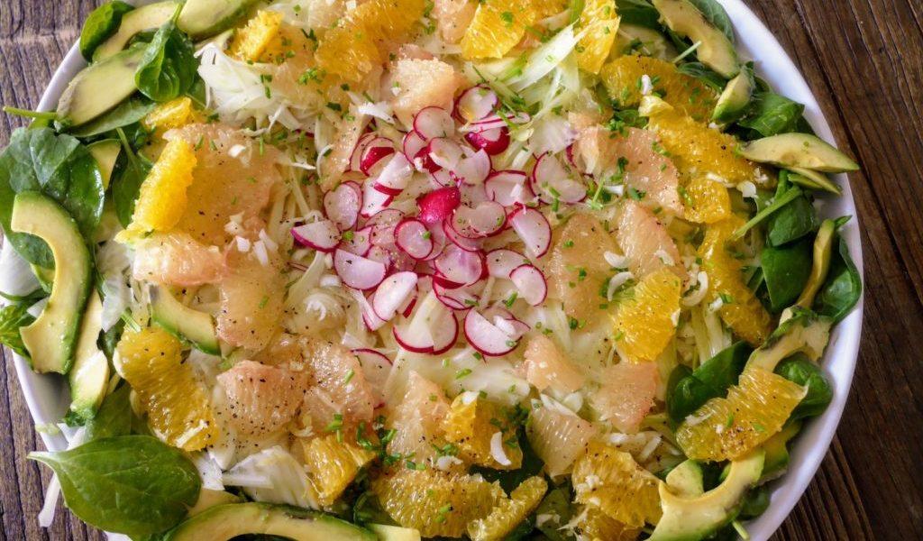 salade d'agrumes de fenouil et d'avocat