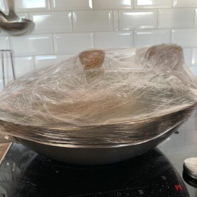 technique de fumage avec un wok